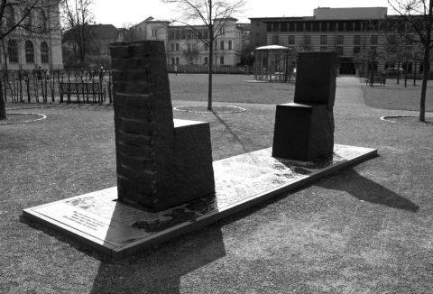 یادبود دیالوگ تلویحی گوته و حافظ در دیوان غربی ـ شرقی گوته واقع در شهر وایمار آلمان